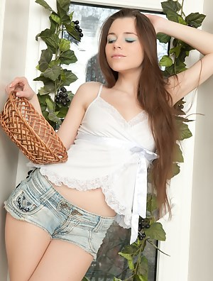 Teen cutie has a passion she wants to share with the world, so she can be everyones favorite lust filled princess.