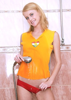 Naughty blonde teenie girl gets fucked under the shower