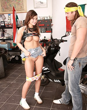 Teen pays the mechanic with her firm boobs and pussyhole