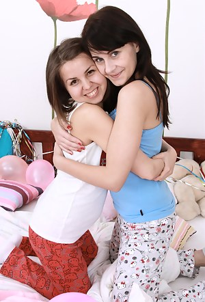 Two young girls start experimenting with lesbian sexgames
